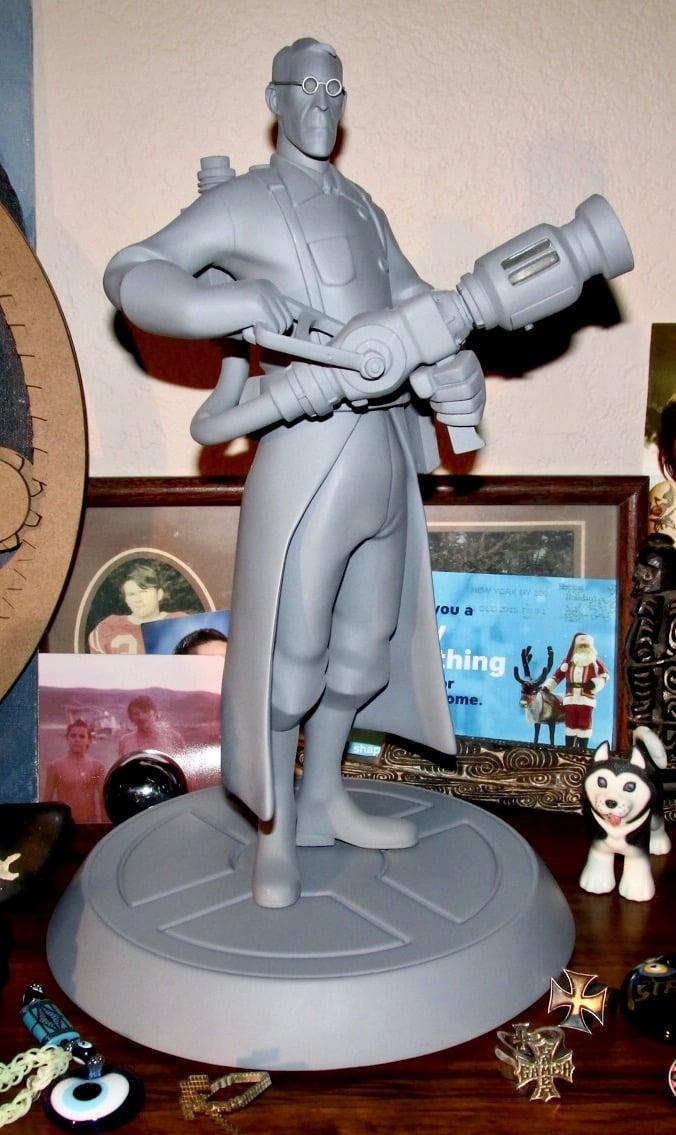 Valve team fortress 2 Grey Medic statue