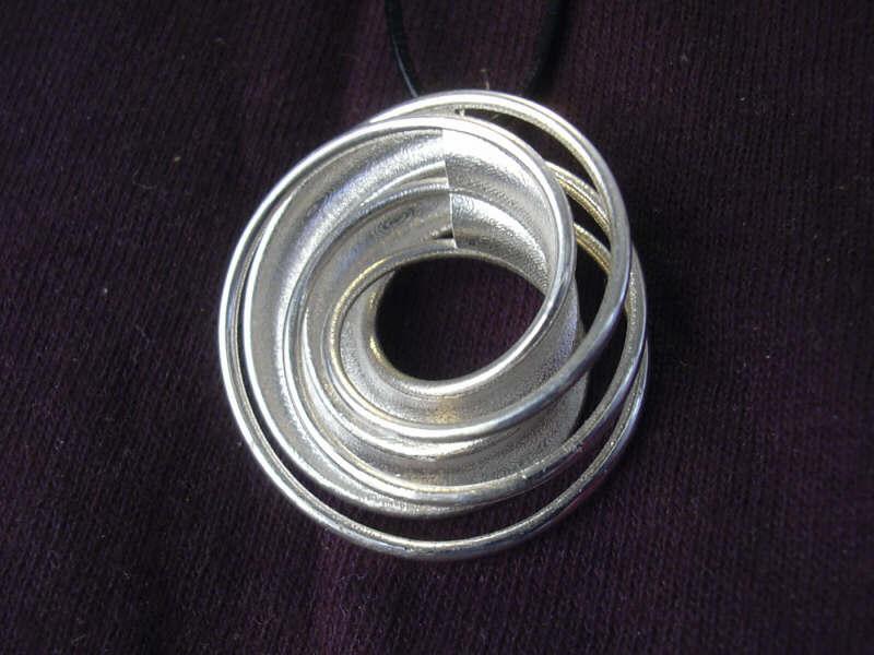 066-twin-rail-silver02-small.JPG