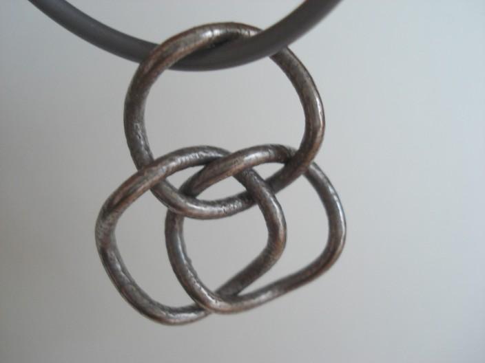 brunnian pendant chain.JPG