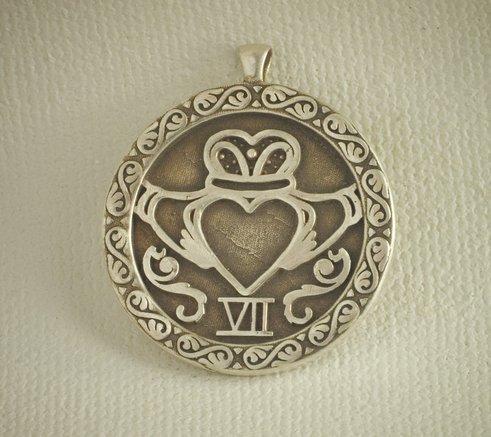 claddagh pendant.jpg