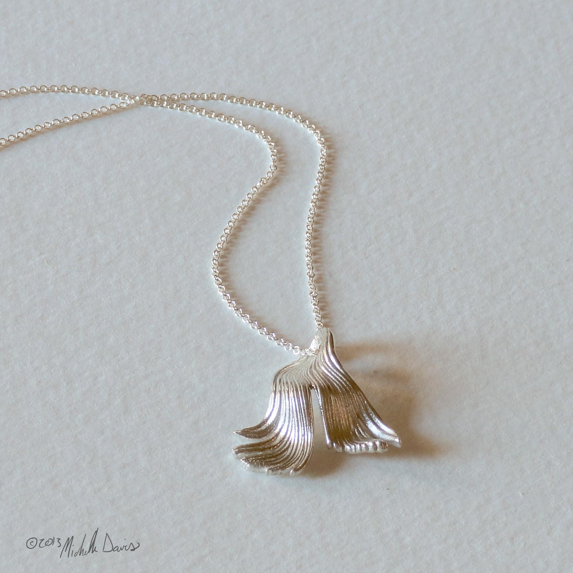 fishtail-pendant-ag-silverfront.jpg