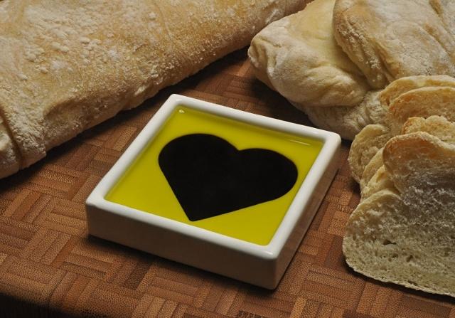 heart_dish_bread-640px.jpg