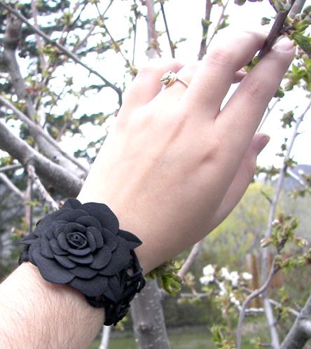 rosebraceletphoto05.jpg