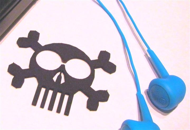 Skull & Bones headphones  cord manager1.jpg
