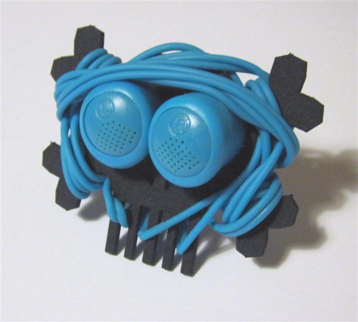 Skull & Bones headphones  cord manager5.jpg